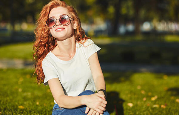 la couleur de lunettes de soleil selon vos cheveux