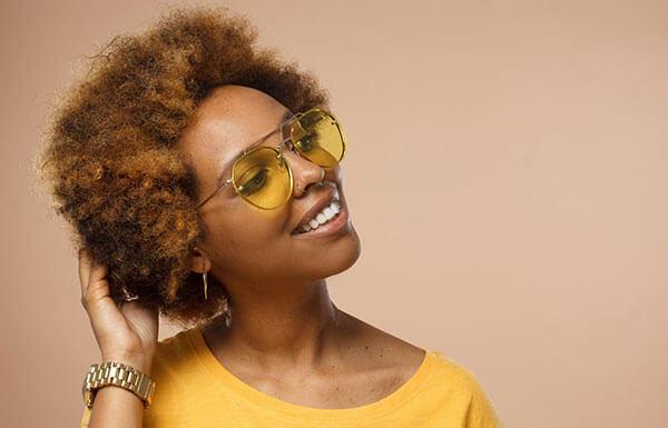la couleur de lunettes de soleil selon votre peau