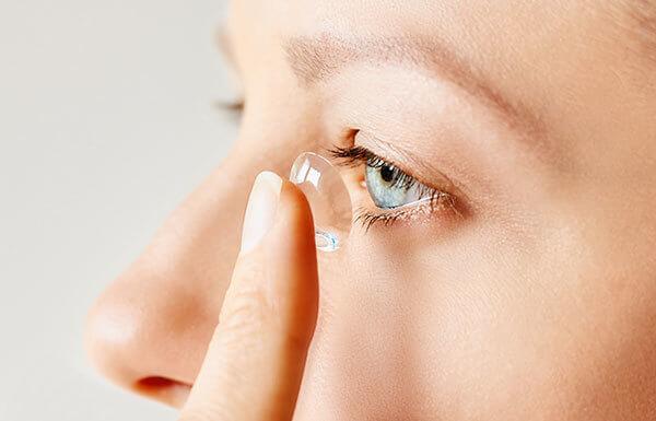 Conseils pour l'utilisation des lentilles de contact pendant le Covid-19
