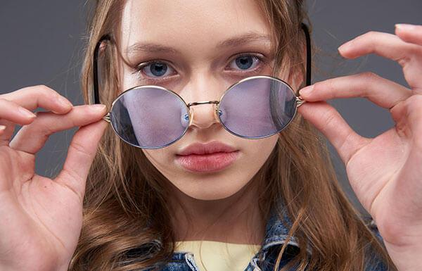 la couleur de lunettes de soleil selon vos yeux